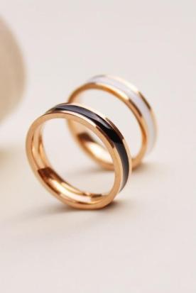 马来西亚国内快递到陶瓷戒指 玫瑰金 钛钢 时尚 情侣款 黑白 韩版时效