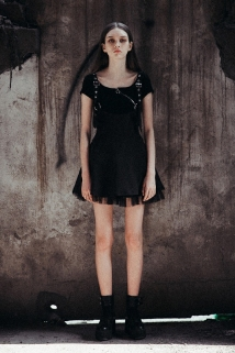 邮多多淘宝集运转运PUNKRAVE新款背带裙女夏显瘦减龄露肩暗黑系a字雪纺连衣裙短裙