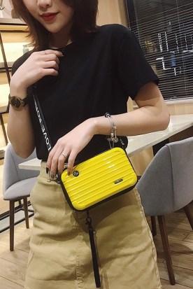 澳大利亚国内快递到皮箱小包斜跨单肩腰包背包挎包手机网红旅行女士正方形热卖小包包时效