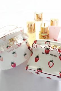 邮多多淘宝集运转运可爱草莓少女心化妆包ins网红多功能化妆品收纳包大容量手提桶包