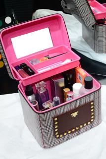 邮多多淘宝集运转运化妆箱大容量新品防水塑料收纳盒带镜子家用可爱手提式多层化妆包