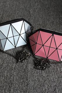 邮多多淘宝集运转运新款几何菱格金属拉丝斜挎化妆包小包 韩国零钱包手拿包收纳包