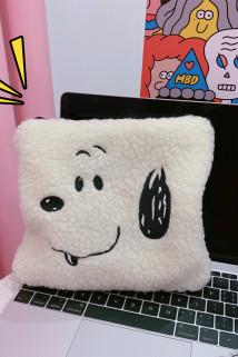 邮多多淘宝集运转运韩国ins可爱卡通羊羔毛手拿包小狗毛绒化妆包少女创意刺绣收纳包