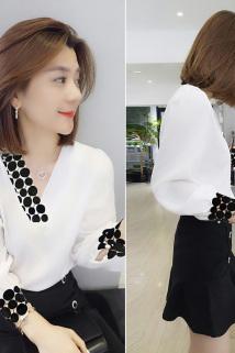 邮多多淘宝集运转运欧洲站秋季女装2020新款欧货时尚气质V领设计感白色百搭衬衫上衣