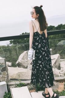 邮多多淘宝集运转运沙滩裙2020夏海边度假风中长款雪纺显瘦性感露背吊带连衣裙子女