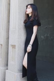 邮多多淘宝集运转运Fukcup浮夸独家设计 收腰短袖黑色前开叉中长款旗袍式连衣裙