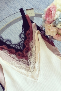 邮多多淘宝集运转运小溜家2020春装新款韩版修身V领针织吊带背心女蕾丝拼接短款上衣