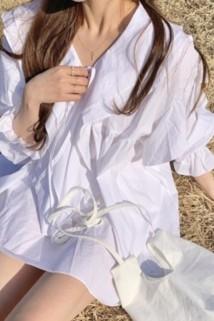 邮多多淘宝集运转运衬衫女新款2021年春秋韩国chic风双层领绑带喇叭袖衬衣白色连衣裙