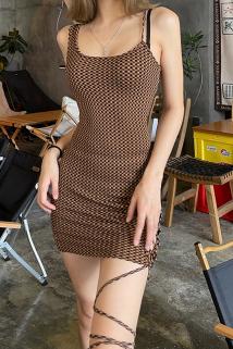 邮多多淘宝集运转运琳达姐姐 欧美ins性感辣妹吊带连衣裙女小心机绑带设计格子包臀裙